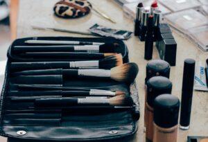 makeup, brushes, cosmetics-1209798.jpg